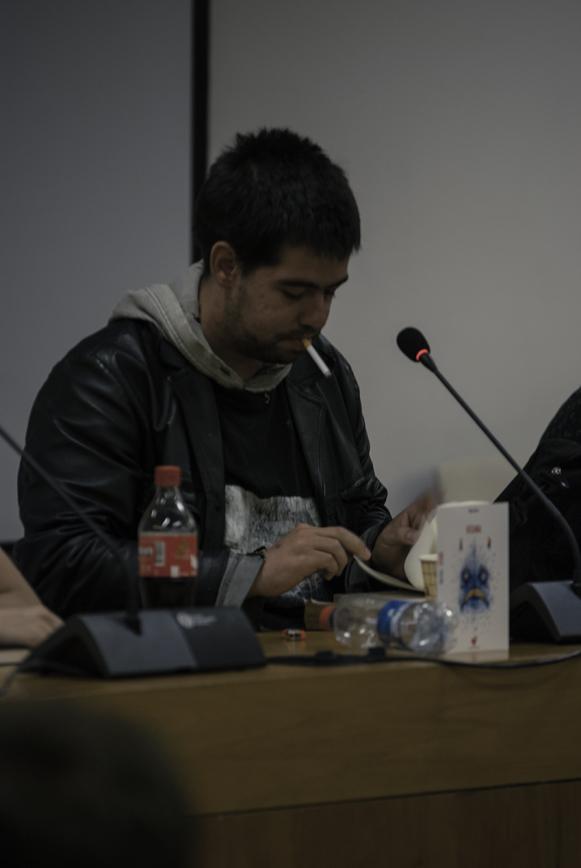 Maori Pérez y su cigarro en lanzamiento de Oceana